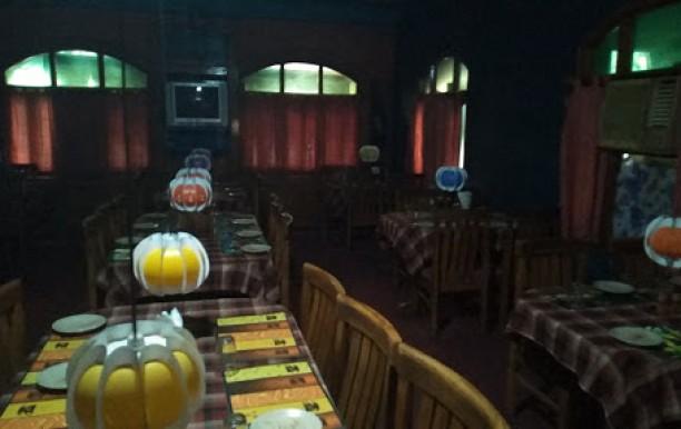 friends-restaurant4.jpg