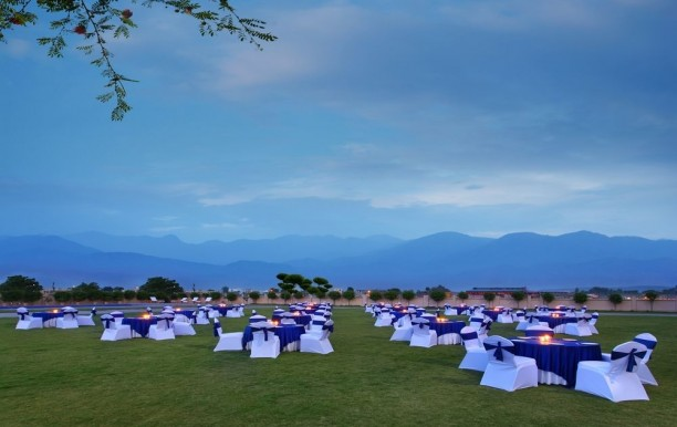 seyfert-sarovar-premiere-outdoorweddings.jpg