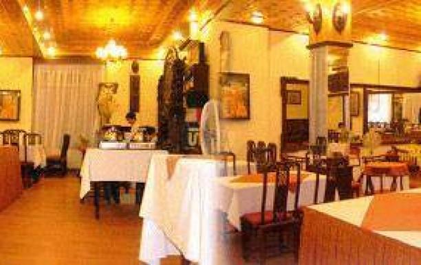 the-posh-pouf-restaurant-4.jpg